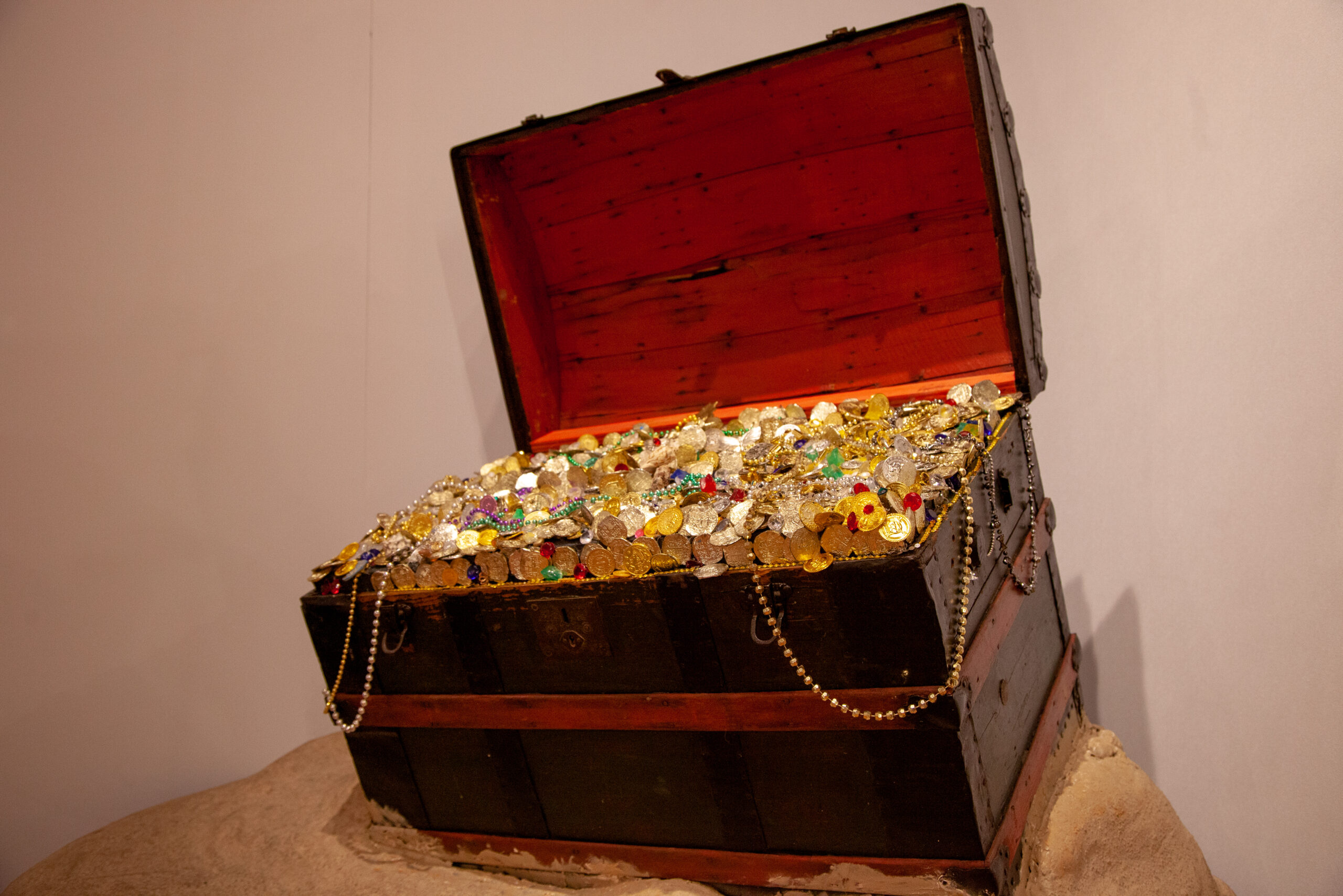 Treasure chest exhibit full of gold and other precious items in the Treasure! exhibition.